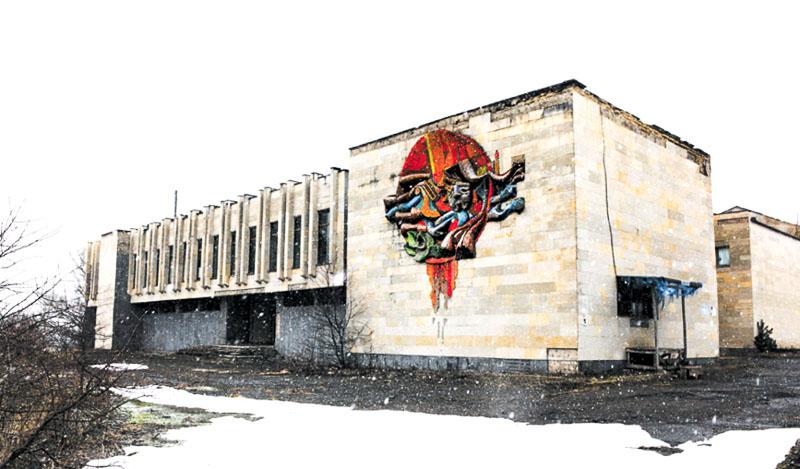 نمای خانه تئاتر / فرهنگ سابق، تقوریخامیا؛ هنرمند و سال ناشناخته است. عکس از جی. بیکایدزه