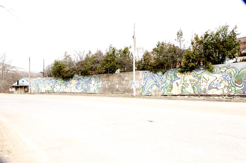 دیوار تزئینی، تتریتسقارو؛ هنرمند و سال ناشناخته است. عکسها از جی. بیکایدزه